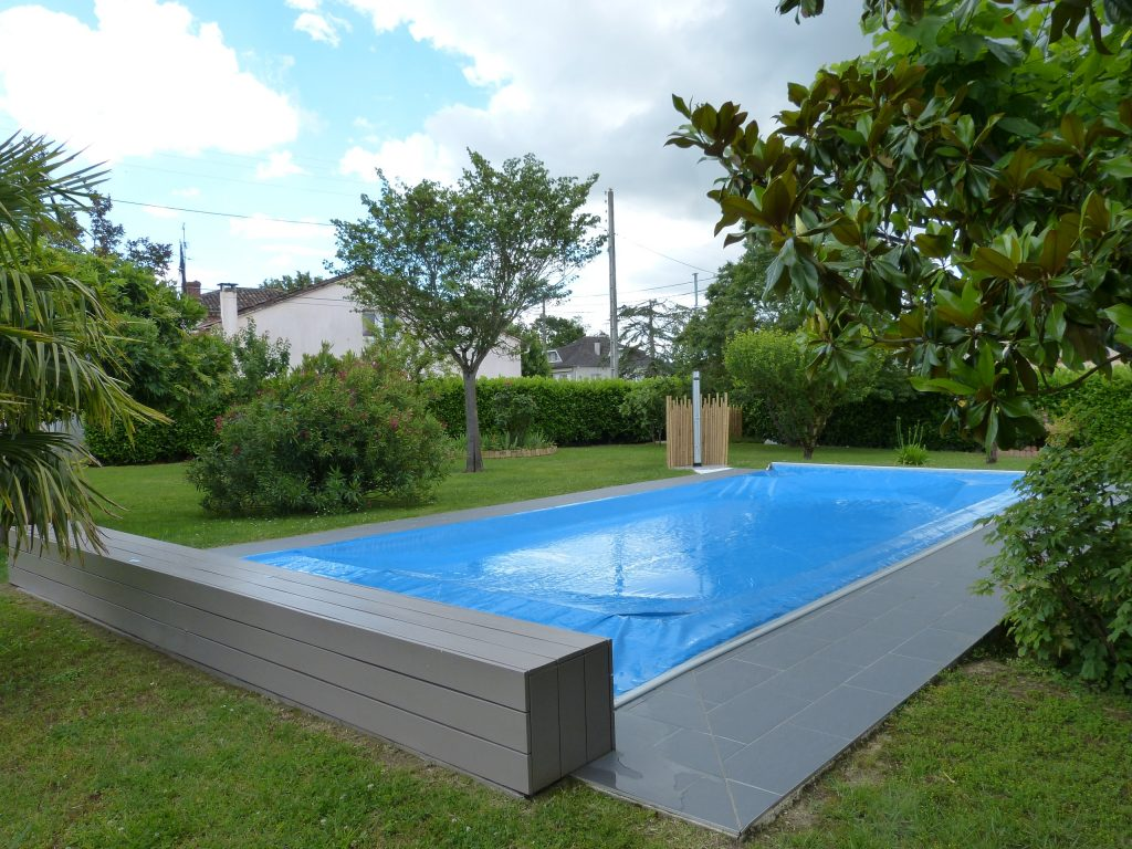 Couverture de piscine rigide couverture automatique piscine for Montauban piscine