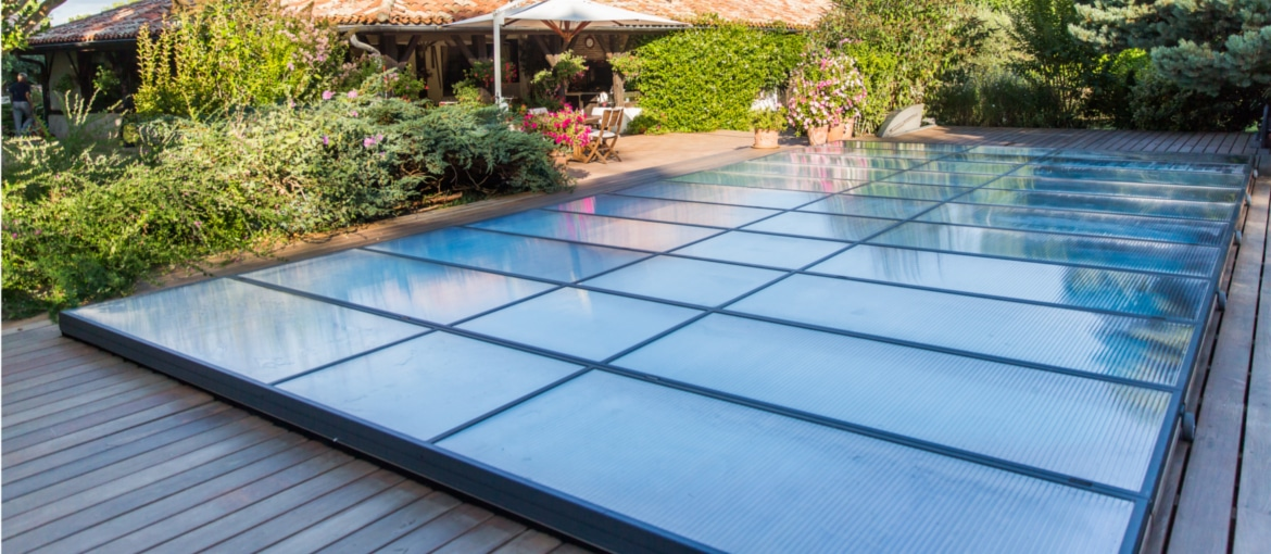 Abri de piscine plat abris de piscine plat motoris for Protection enfant piscine